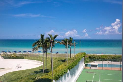 Oceanfront Contemporary Suites a Miami Beach