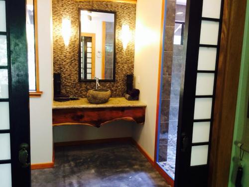 Tsugi Teahouse At Volcano - Volcano, HI 96785