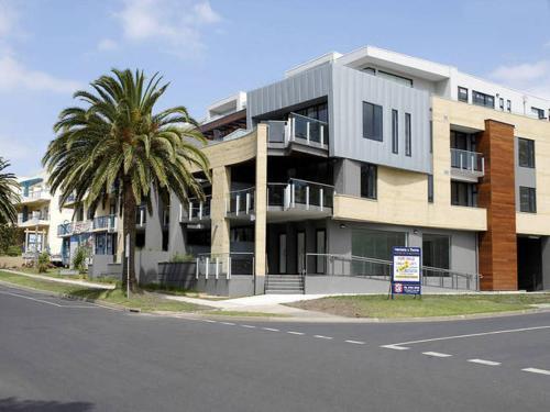 . Cscape Beachfront Apartments
