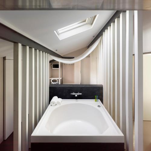 Deluxe Double Room with Bath Moure Hotel 16