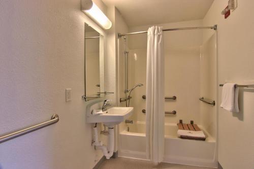 Motel 6 Woodland - Sacramento Area - Woodland, CA 95776
