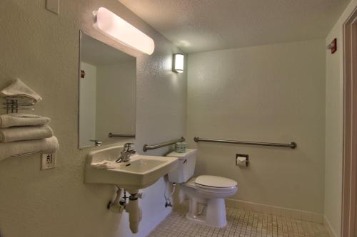 Motel 6 Sacramento West - West Sacramento, CA 95691