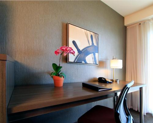 Executive Inn & Suites Oakland - Oakland, CA 94606