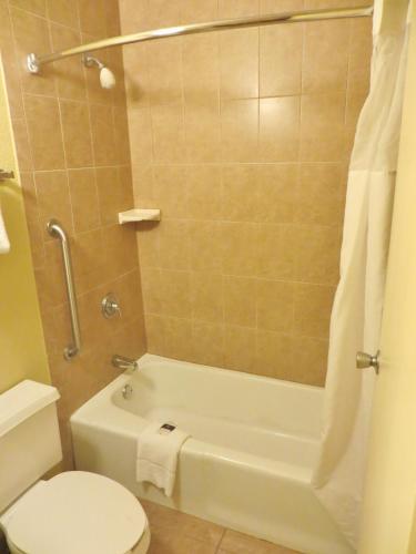Days Inn By Wyndham Orlando Airport Florida Mall - Orlando, FL 32837
