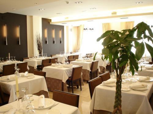 . Hotel Asador H.M. Versus