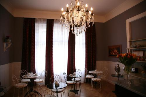 hotel maison am olivaer platz in berlin from 33 trabber hotels. Black Bedroom Furniture Sets. Home Design Ideas
