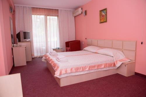 Cameră dublă cu pat suplimentar (2 adulți + 1 copil) (Double Room with Extra Bed (2 Adults + 1 Child))