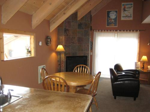 Mammoth View Villas By Mammoth Reservation Bureau - Mammoth Lakes, CA 93546