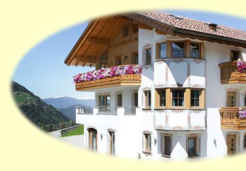 Appartamenti Hetty - Apartment - Santa Cristina in Val Gardena