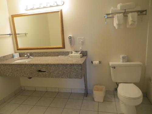 Days Inn By Wyndham Cave City - Cave City, KY 42127