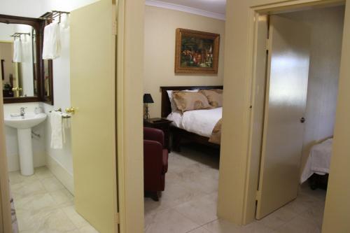Фото отеля Overlander Homestead Motel