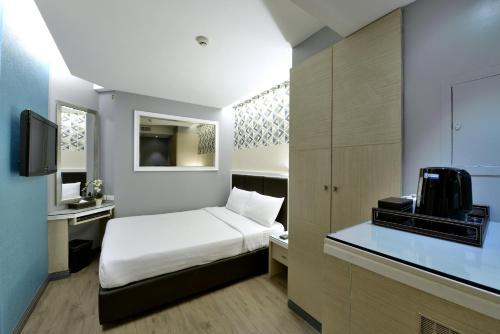 Prestige Suites photo 9