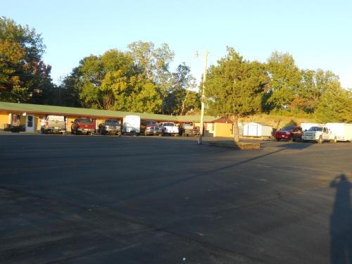 Budget Zzzz Motel - Cleveland, OK 74020