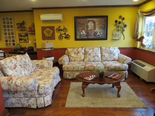 Patti's Inn And Suites - Grand Rivers, KY 42045