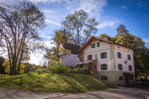 . Schlossgaststätte Hohenberg