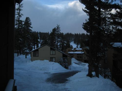 Courchevel By Mammoth Reservation Bureau - Mammoth Lakes, CA 93546