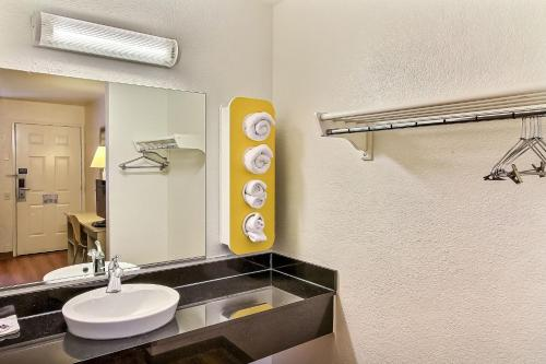 Motel 6 Fremont North - Fremont, CA 94555