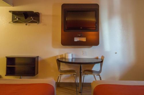 Motel 6 Ardmore - Ardmore, OK 73401
