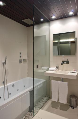 Double or Twin Room Hotel Museu Llegendes de Girona 54