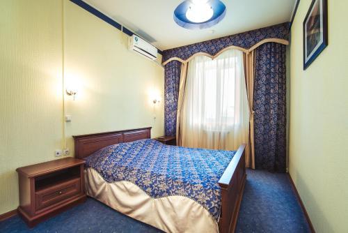 . Yal Hotel