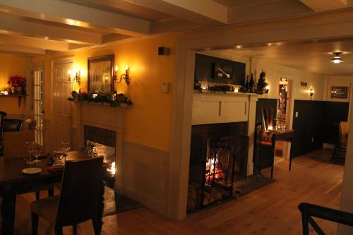 King Hill Inn & Kitchen