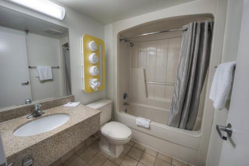 Motel 6 New Haven - Branford - Branford, CT 06405