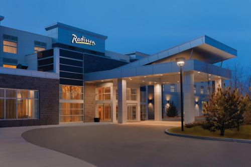 Radisson Hotel & Conference Center Calgary Airport East - Photo 4 of 100