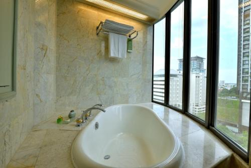 Evergreen Laurel Hotel Sathorn Bangkok photo 36