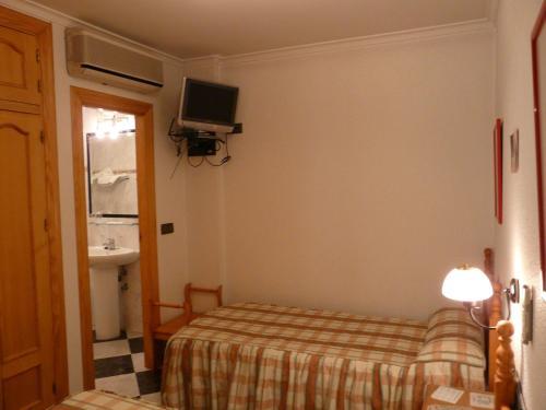 Hotel Guillermo II фото номерів