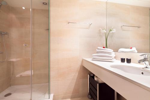 Inside Barcelona Apartments Mercat photo 17