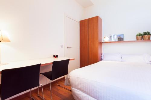 Inside Barcelona Apartments Mercat photo 20