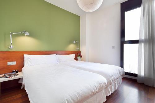 Inside Barcelona Apartments Mercat photo 21