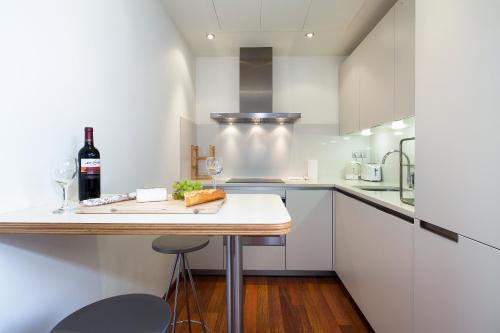 Inside Barcelona Apartments Mercat photo 27