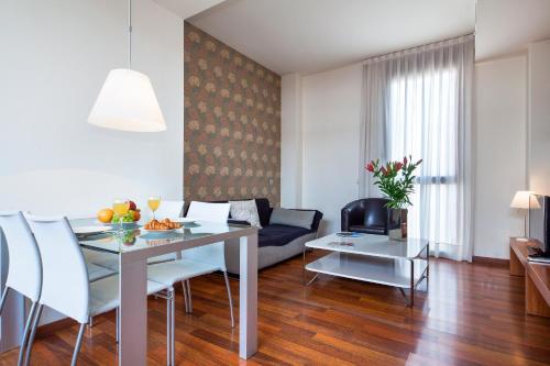 Inside Barcelona Apartments Mercat photo 35