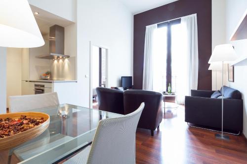 Inside Barcelona Apartments Mercat photo 43