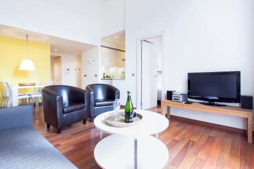 Inside Barcelona Apartments Mercat photo 44