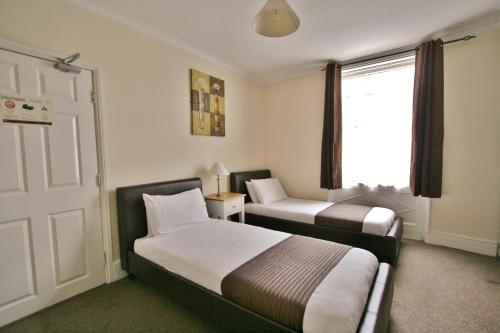 Central Hotel Cheltenham by Roomsbooked - Photo 6 of 34