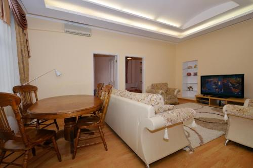 Apartamento de 2 dormitorios - Novinskiy Bulvar, 1/2 (Two-Bedroom Apartment -  Novinskiy Bulvar 1/2)