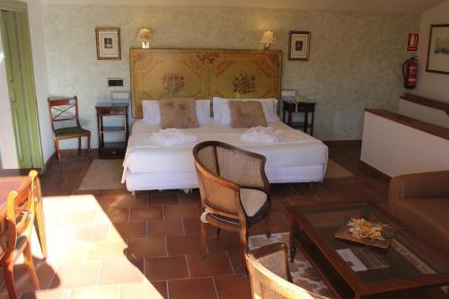 Suite Hotel Leonor de Aquitania 73