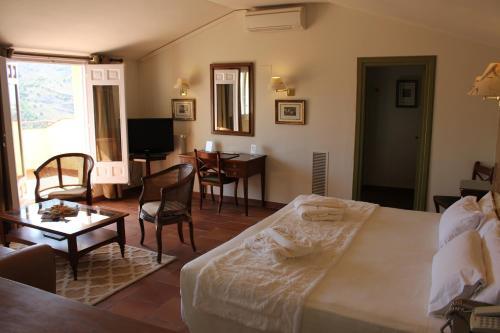 Suite Hotel Leonor de Aquitania 47