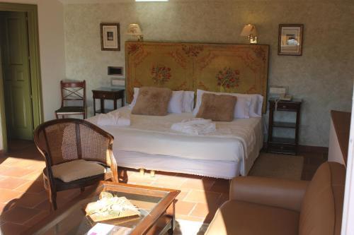 Suite Hotel Leonor de Aquitania 43