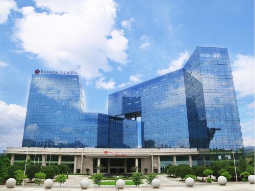 . Ramada Plaza Liuzhou Liudong