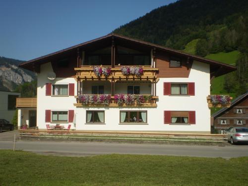 Gästehaus Manuela Puchmayr - Mellau