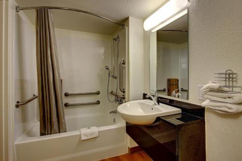 Motel 6 York North - York, PA 17404