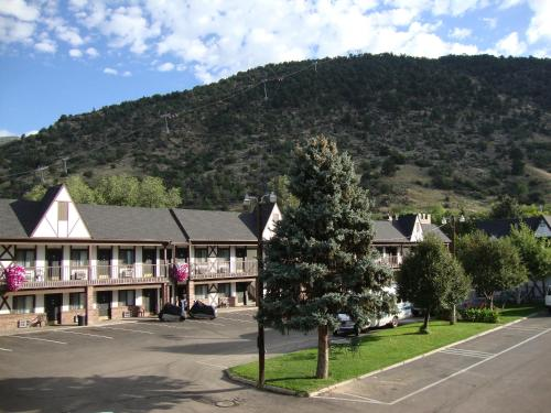 Silver Spruce Inn - Glenwood Springs, CO 81601