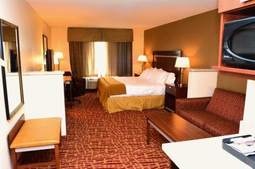Holiday Inn Express Hotel & Suites Glendive - Glendive, MT 59330