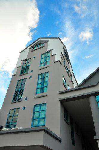 Tat Place Hotel (B&B)