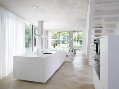 H-House Architectural Residence Hovedfoto