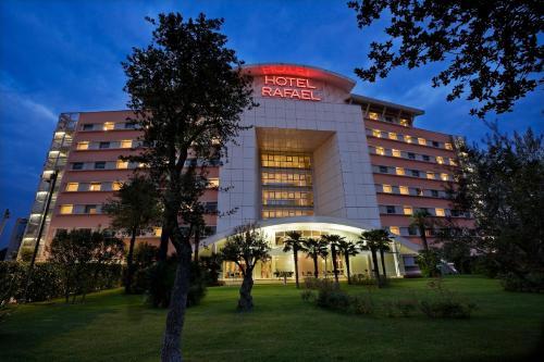 . Hotel Rafael