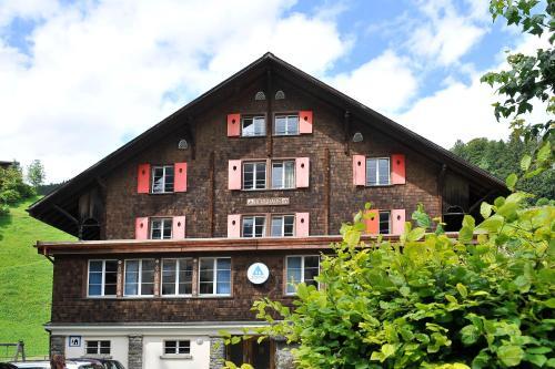 Familien- & Jugendherberge Berghaus Engelberg